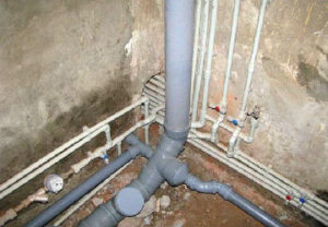 Стоимость установки канализационных труб по прайсу сантехнических работ с закупом у организации составило 10% от оптового закупа.