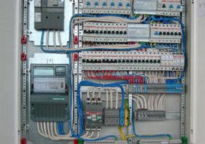 Цена на промышленный электромонтаж порадовала заказчика. Стоимость установки автоматов, счетчиков и навес шкафа ниже рыночной.