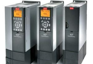 Ремонт и техническое обслуживание частотного преобразователя в Челябинске. Обдув радиатора охлаждения семисторов преобразования частоты.