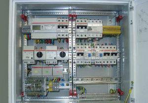 Установка распределительного щита в Челябинске. Подключение автоматов управления технологическим процессом автоматики предприятия.