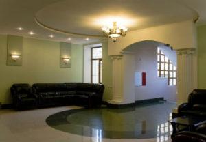 Недорогой ремонт квартир в Челябинске. Потолок с плавающей подсветкой.